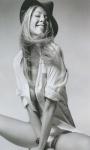 Jenifer Aniston in Sexy Babes screenshot 1/3